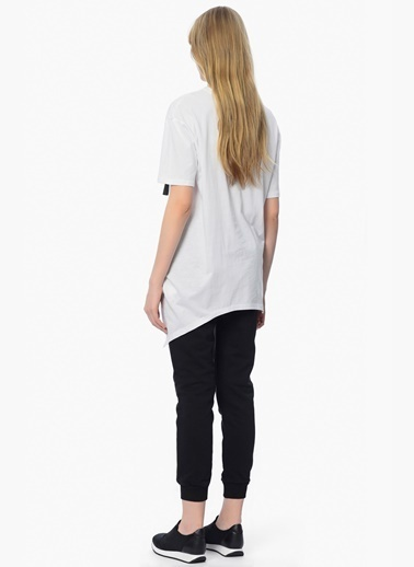 Que Asimetrik Kesim Uzun Tişört Beyaz